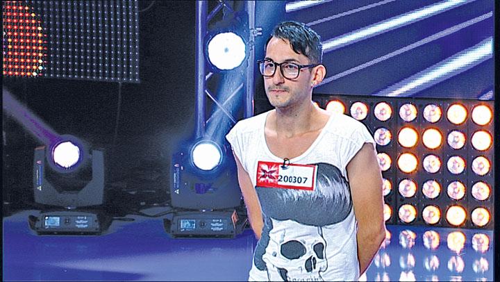 Antena 1 urmeaza PRO TV-ului in PROPAGANDA TV PRO-HOMOSEXUALITATE. X Factor promoveaza un concurent GAY