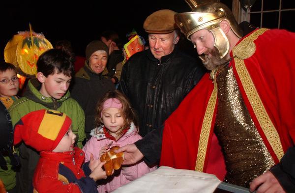 """CORECTITUDINEA POLITICA IN ACTIUNE: sarbatoarea Sfantului Martin din Germania, transformata in """"sarbatoarea soarelui, lunii si stelelor"""" pentru a nu ofensa pe cei de alte religii…"""