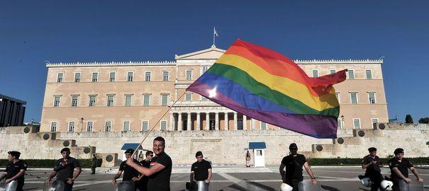 GRECIA – somata de CEDO sa extinda PARTENERIATELE CIVILE si la CUPLURILE HOMOSEXUALE!