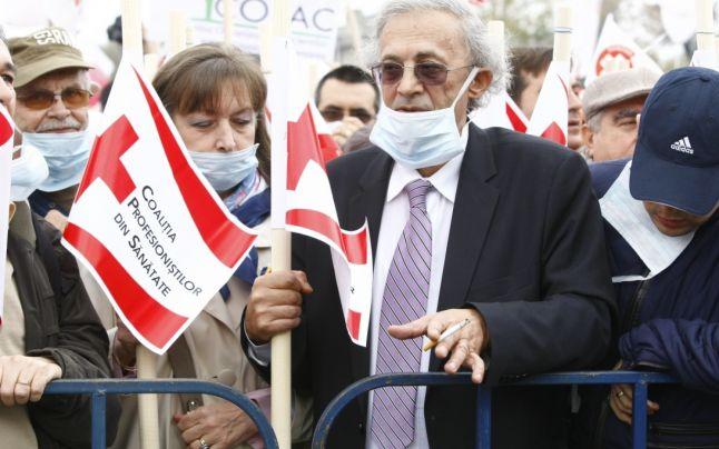 Mii de cadre medicale au protestat in Bucuresti IMPOTRIVA TRANSFORMARII SPITALELOR IN SRL-uri SI A SUBFINATARII/ <b>Dr. Florin Chirculescu despre GENOCIDUL PRIN OMISIUNE DIN SANATATE</b>