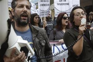 GRECIA: FARA CLIENTI DUMINICA. Deschiderea magazinelor duminica dupa inlaturarea unei restrictii de 100 de ani – fara rezultatele scontate