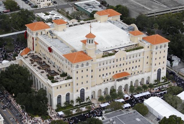 """Biserica"" Scientologica isi inaugureaza o URIASA CATEDRALA in prezenta lui Tom Cruise, John Travolta si alte staruri de cinema"