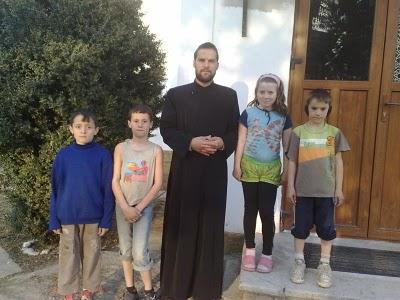 Ajutor pentru COPIII DIN GLODEANU-SILISTEA si bunul lor păstor, PARINTELE MARIAN TUDOR, parohul copiilor saraci <i>(video)</i>