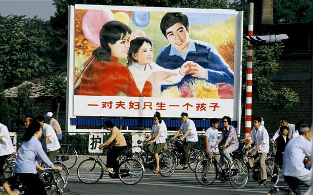 """""""Reforme istorice"""" sau PR chinezesc? CHINA """"ABOLESTE"""" TABERELE DE REEDUCARE SI """"RELAXEAZA"""" POLITICA GENOCIDALA A COPILULUI UNIC"""