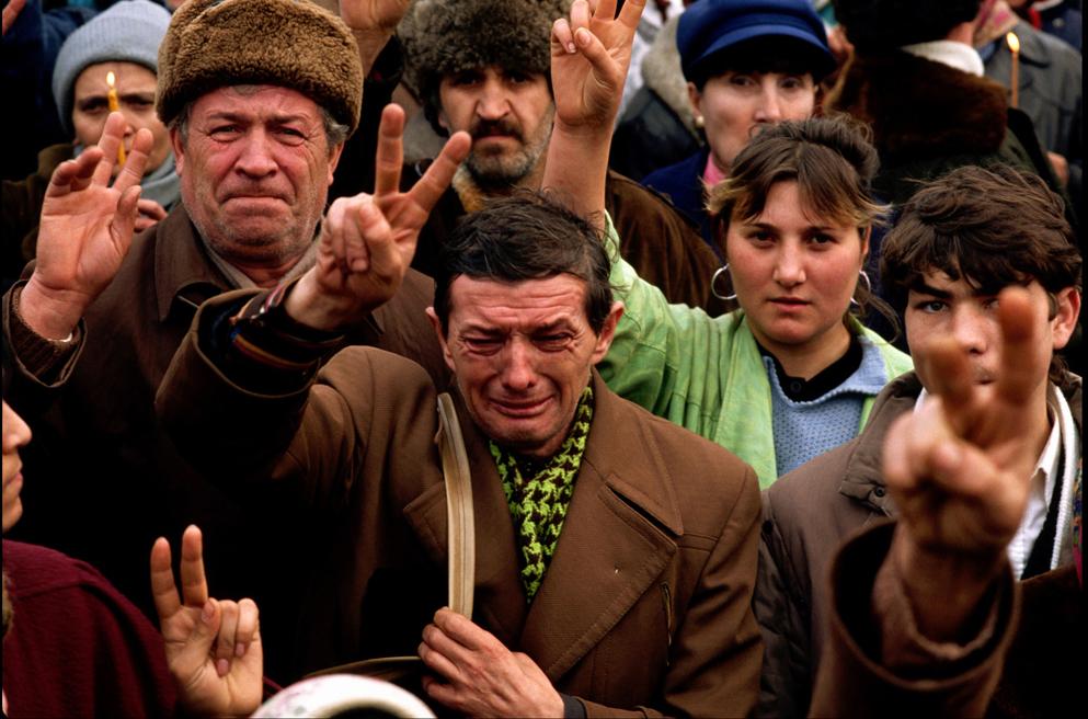 "21 decembrie 1989 (FOTO + VIDEO). <i>Pe unde calcam s-a varsat sange</i>… IPS Bartolomeu Anania despre jertfa tinerilor si ""performanta"" comunismului ateu: <i>""A NE FACE SA TRAIM ZILNIC ANORMALUL CA NORMALITATE""</i>"