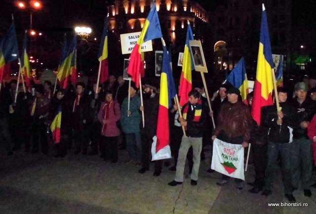 """Miting anti-cianuri la Oradea/ <em>""""Bihorenii si cu motii se lupta cu hotii!""""</em>"""