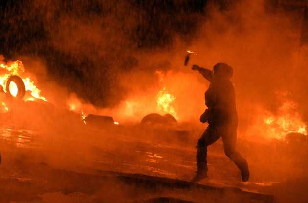 <i>update III</i>: FOC SI SANGE LA KIEV. Violente fara precedent in UCRAINA &#8211; zeci de morti si sute de raniti dupa escaladarea protestelor. TARA SE AFLA IN PRAGUL RAZBOIULUI CIVIL <i>[LIVE, video, foto]</i>