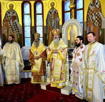 IPS Teodosie Tomitanul slujind impreuna cu IPS Serafim de Pireu la praznicul Sinodului al Optulea Ecumenic