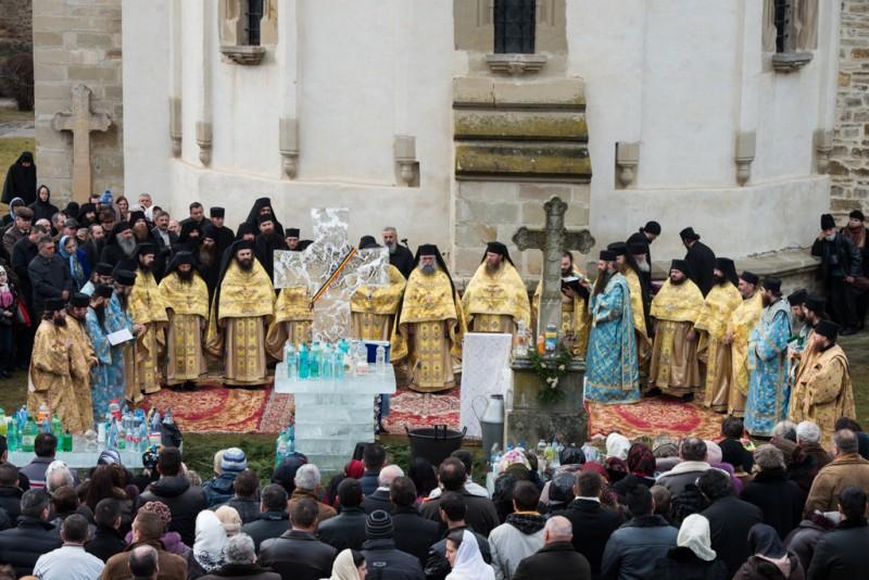 Parintele Dosoftei de la Manastirea Putna despre CUTREMURUL DUHOVNICESC PE CARE IL TRAIM, ca urmare a NIHILISMULUI care ataca credinta si temeliile vietii <i>(VIDEO, TVR)</i>