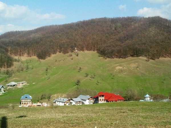 "Reportaj ""Gandul"" in satul cu ""29 BISERICI SI FARA CANALIZARE"". <b>La parintele Nicolae Tanase acasa</b> sau o LECTIE DE JURNALISM"