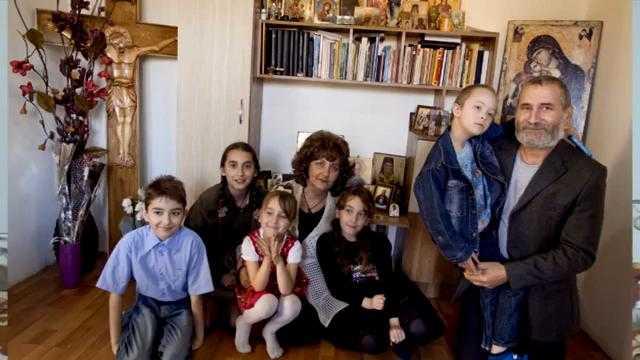 """CANCERUL DRAGOSTEA MEA"" Povestea impresionanta si tulburatoare de credinta dragoste si lupta pentru viata a unei familii ortodoxe cu 5 copii MIOARA si VIOREL GRIGORE"