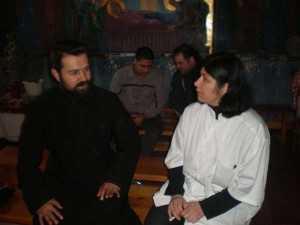 Dr. Cristina Ionescu discută cu părintele Dumitru Beşleagă despre problemele consumatorilor de droguri - ziarul lumina