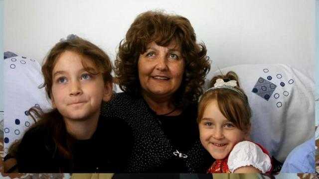 Mama Mioara cu Macrina si Iustina