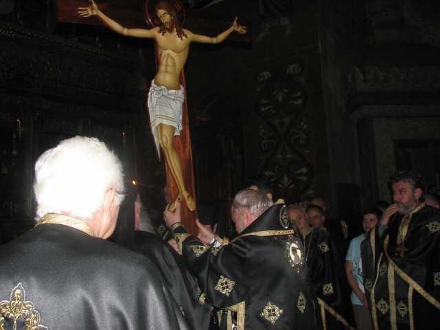 aducerea Crucii in mijlocul Bisericii la Denia din Joia Mare