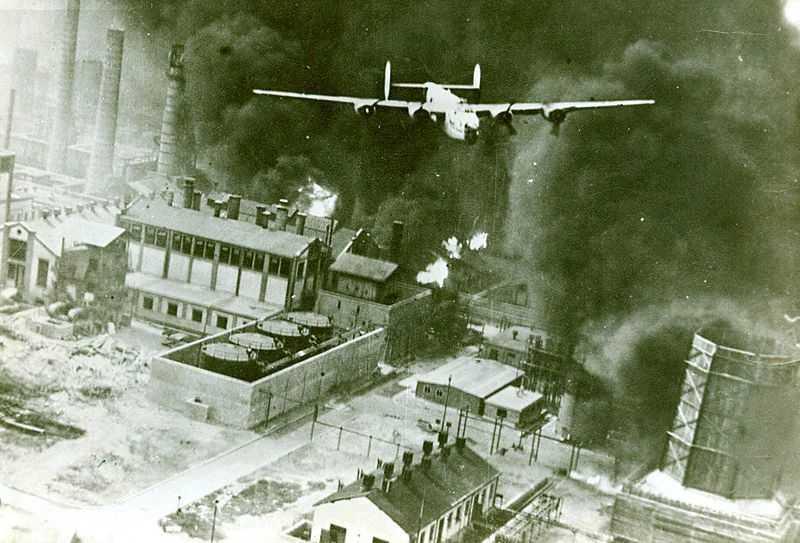 4 aprilie 1944: <b>BOMBARDAREA BUCURESTIULUI IN AL DOILEA RAZBOI MONDIAL [Video si Foto]</b>