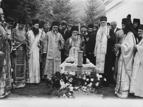 Biserica Serbiei a decis exhumarea moastelor SFANTULUI IUSTIN POPOVICI/ Slujba de reunire cu Biserica a celor RATACITI IN NEOPAGANISM, SECTE, SCHISME/ Protest fata de RESTRICTIONAREA ACCESULUI CRESTINILOR la Biserica Sfantul Mormant, de Inviere
