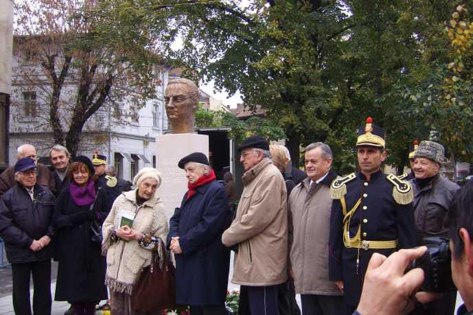"""Seful Institutului ELIE WIESEL confirma atitudinea stalinist-aberanta: placa comemorativa a lui NICHIFOR CRAINIC si bustul lui MIRCEA VULCANESCU ar trebui INTERZISE!/ Istorici despre legea antilegionara: <i>""""O LEGE BIG BROTHER A ISTORIEI"""", """"MIREASMA REPRESIVA"""", """"SEAMANA CU ORDONANTELE SECRETE DIN ANII '50""""</i>"""