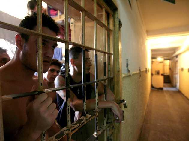 """IADUL PENITENCIARELOR SI JUSTITIA PENALA: raportul socant al Avocatului Poporului. SUPRA-AGLOMERAREA DIN INCHISORI, TEROAREA SI TORTURILE APLICATE """"NOILOR VENITI"""" DE CLANURILE DE INFRACTORI. Romania risca EXCLUDEREA din CONSILIUL EUROPEI din cauza conditiilor din penitenciare. """"DENUNTIADA"""" anticoruptie – de acum si pe bani?"""