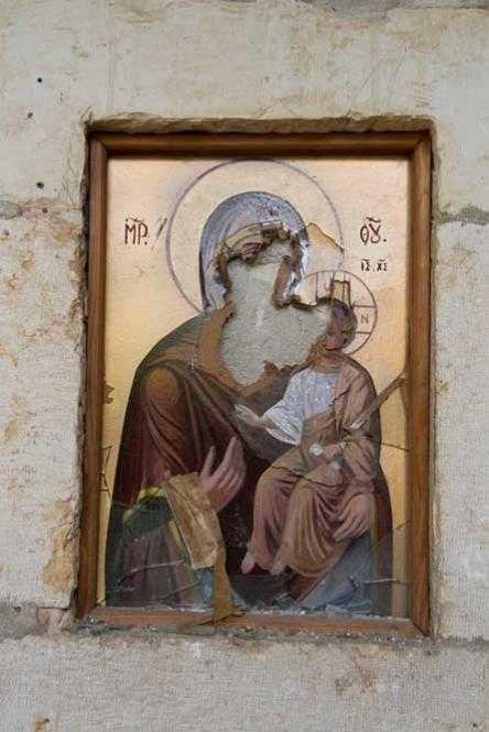 EXTREMISM ANTICRESTIN: profanarea manastirilor din Maaloula/ Inscriptii anticrestine pe zidurile unei BISERICI ROMANESTI DIN IERUSALIM