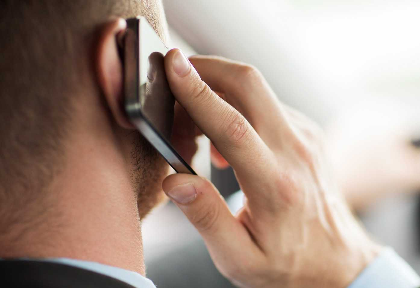 Risc crescut de TUMORI CEREBRALE pentru cei care vorbesc frecvent la TELEFONUL MOBIL