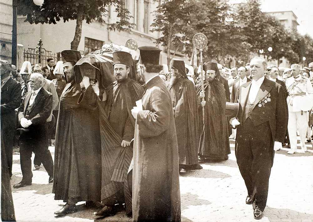 procesiune-cu-osemintele-mucenicesti-ale-sf-martir-constantin-brancoveanu-dealul-patriarhiei-21-mai-1934