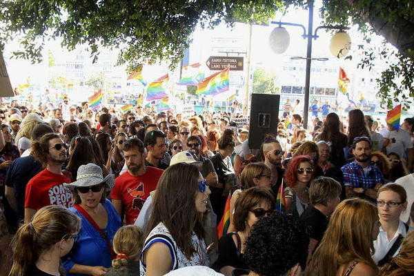 PRIMA PARADA GAY IN CIPRUL ORTODOX. De luat aminte: agenda homosexuala avanseaza pe etape: DEZINCRIMINARE-CASATORIE-ADOPTIE COPII/ <b>6000 de participanti la MARSUL PENTRU FAMILIE din Iasi [FOTO]</b>