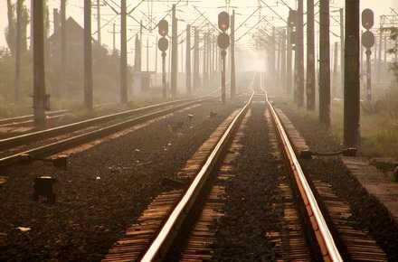 DISTRUGEREA CAILOR FERATE: La ordinul COMISIEI EUROPENE, guvernul decide trimiterea a 40% din retelele feroviare la fier vechi