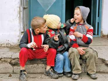 REACTII FASCISTO-CORPORATISTE fata de marirea alocatiilor pentru copii si legea insolventei personale. SARACII NU TREBUIE AJUTATI CA SUNT ALCOOLICI, PROTEJAREA DATORNICILOR DE EXECUTORII BANCARI E POPULISM
