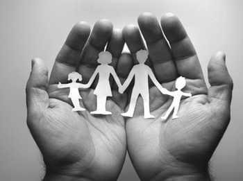 """PARTENERIATUL CIVIL, LA TROC CU REFERENDUMUL PENTRU CASATORIE? O asociatie LGBT militeaza pentru recunoasterea cuplului gay drept FAMILIE/ Sensul stigmatizarii sustinatorilor REFERENDUMULUI pentru CASATORIE: dresaj neopavlovian/ Decizie judiciara in Irlanda de Nord: CASATORIA NU ESTE UN DREPT AL OMULUI/ Scabroasa istorie a """"macelarului"""" din Philadelphia/ DECLINUL CONSERVATORISMULUI IN EUROPA"""