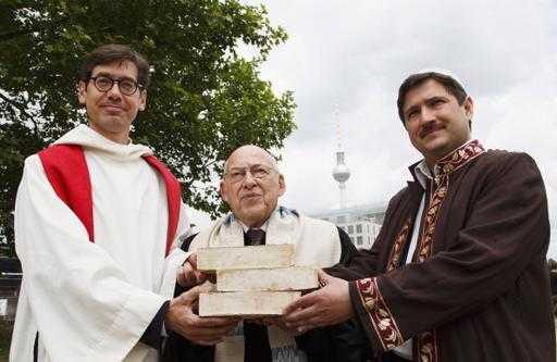 """SINCRETISM PANRELIGIOS: """"biserica-sinagoga-moschee"""" construita la BERLIN"""