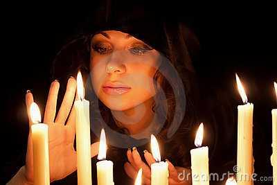 γυναίκα-με-τα-κεριά-23098744