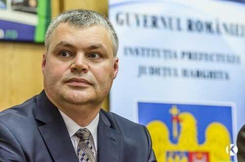 """UDMR isi bate joc in stil mare de tara care ii tine la guvernare: PREFECTUL MAGHIAR DE HARGHITA, proaspat numit de premierul Ponta si MILITANT SECESIONIST DECLARAT, sustine ca NU TREBUIE SA ARBOREZE STEAGUL ROMÂNIEI! Dan Tanasa: <i>""""România, singura țară din lume guvernată de un ONG!""""</i>"""