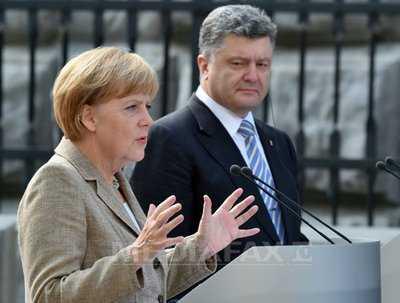 ANGELA MERKEL LA KIEV: <i>&#8220;Vreau sa gasesc o cale care sa nu ofenseze Rusia&#8221;</i>/ Oficial ucrainean: CONFLICTUL POATE FI REZOLVAT DOAR PE CALE ARMATA/ <b>Biserica ortodoxa distrusa de bombardamente la Donetk</b>/ PRIZONIERI UCRAINIENI UMILITI/ Rusia vrea sa trimita un nou &#8220;CONVOI UMANITAR&#8221;