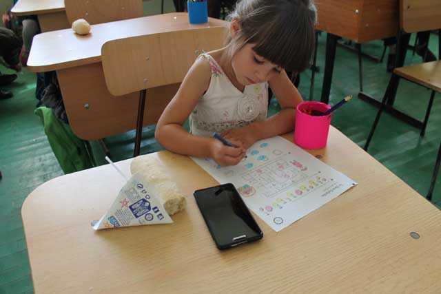 TARA INVATAMANTULUI DIGITALIZAT: copii care invata la lumina lumanarii si invatatoare care si-au transformat sufrageria in SCOALA <i>[reportaj VIDEO]</i>/ <b>Modelul urmat de Ministrul Pricopie in chestiunea manualelor digitale: ALBANIA!</b>/ UN RASPUNS PE TEMA RELIGIEI IN SCOLI