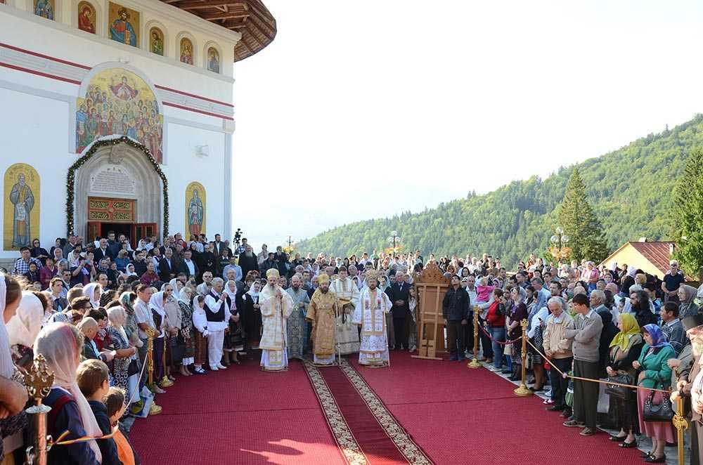 """Mitropolitii SERAFIM DE PIREU si ILARION (ALFEEV) de Volokolamsk IN ROMANIA – Cuvinte AUDIO la Duminica dinaintea Inaltarii Sfintei Cruci/ Parintele Nichifor Horia despre IUBIREA CELUILALT IN CONDITIILE VRAJMASE ALE LUMII IN CARE TRAIM: <i>""""<b>Judecata este in fiecare zi, la fiecare alegere pe care o facem</b>""""</i>"""