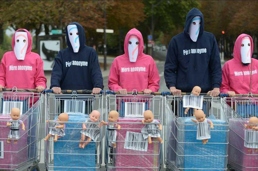 """MANIFESTATII AMPLE IN FRANTA IMPOTRIVA """"FAMILIEI"""" HOMOSEXUALE. <b>Mama surogat si fertilizarea in vitro – """"FABRICA"""" de copii pentru cuplurile homosexuale</b>"""