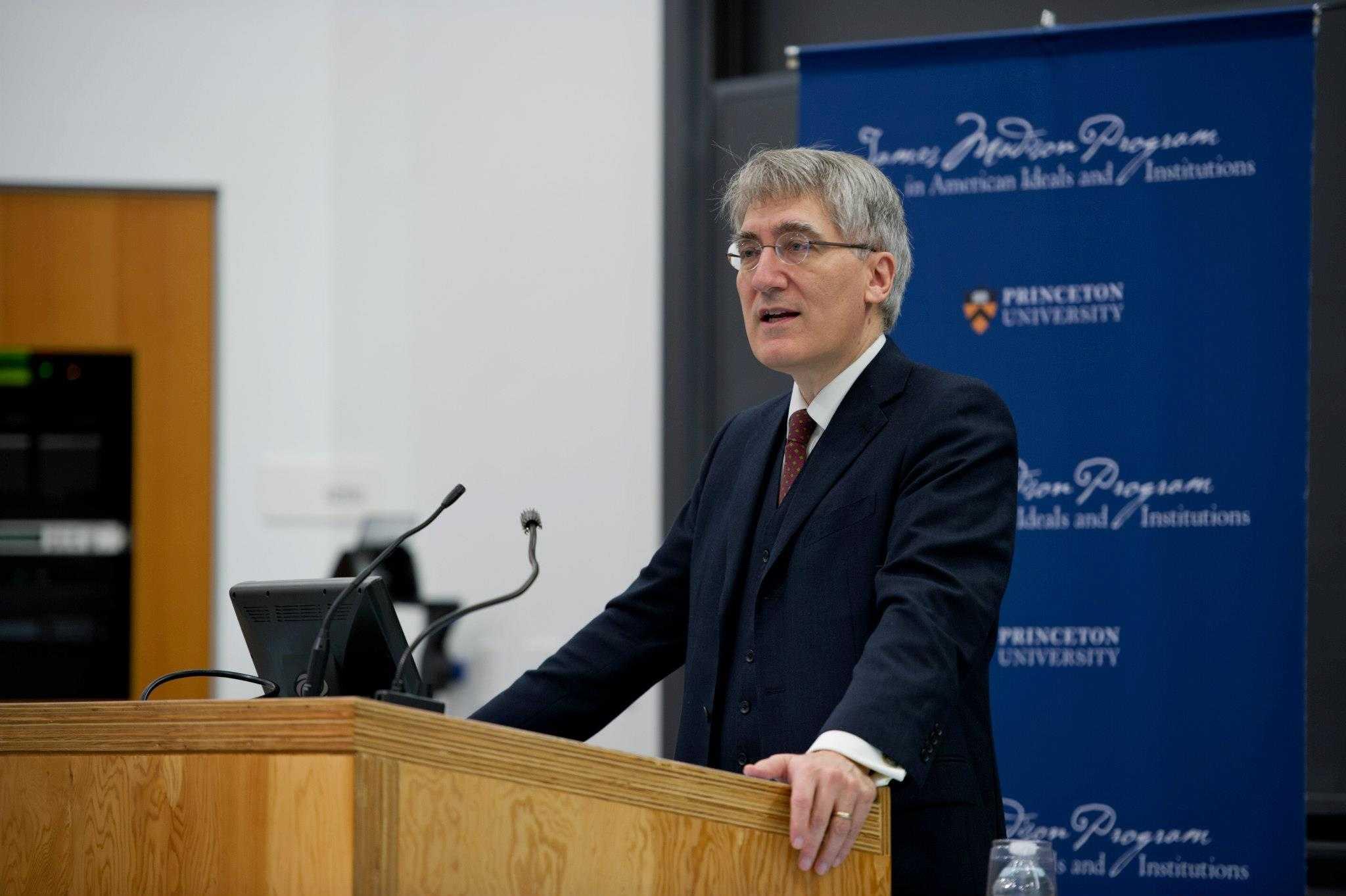 Marturia unui profesor catolic de la Princeton: ZILELE CRESTINISMULUI CONFORTABIL AU TRECUT. Elitele culturale nu mai tolereaza CRESTINISMUL (video)