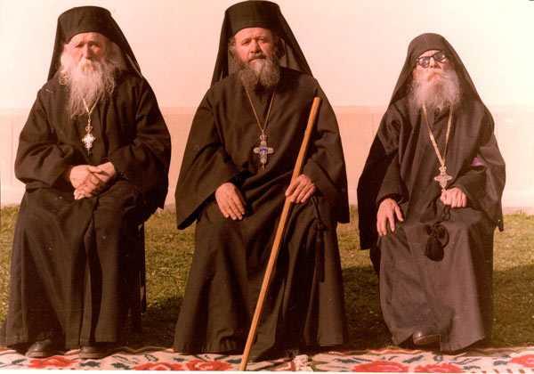 Pr. Cleopa, Pr. Victorin, pr. Paisie (foto ziarullumina.ro)