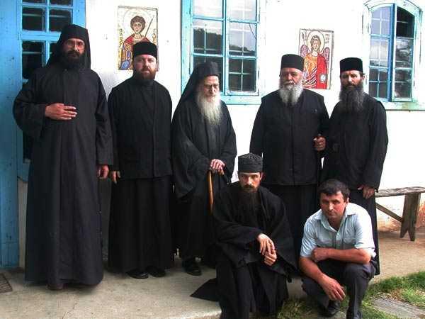 Pr. Dionisie si Pr. Victorin (foto ziarullumina.ro)