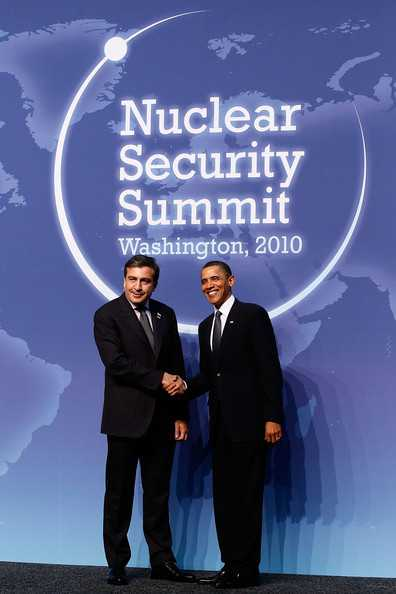 Mikheil+Saakashvili+Pesident+Obama+Hosts+World+8_Y_eQ4irtFl