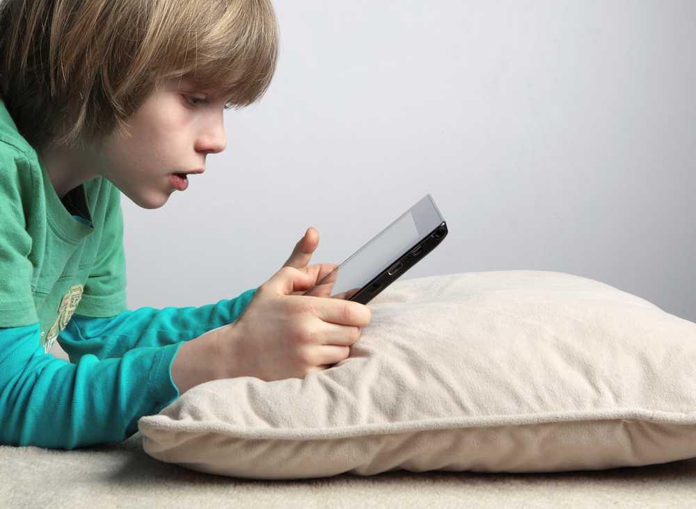 CUM SABOTEAZA TEHNOLOGIA MASCULINITATEA. Psihologul Philip Zimbardo despre cum si de ce devin baietii dependenti de pornografie si jocuri video