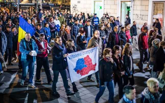 """PROPAGANDA INFLAMEAZA ROMANIA. <b>Pana unde va ajunge fanatizarea si dezbinarea romanilor? Pana la violente si """"razboi civil""""?</b> ANALIZE, MECANISME SI MIZE ALE JOCURILOR CU FOCUL PREZIDENTIALELOR"""
