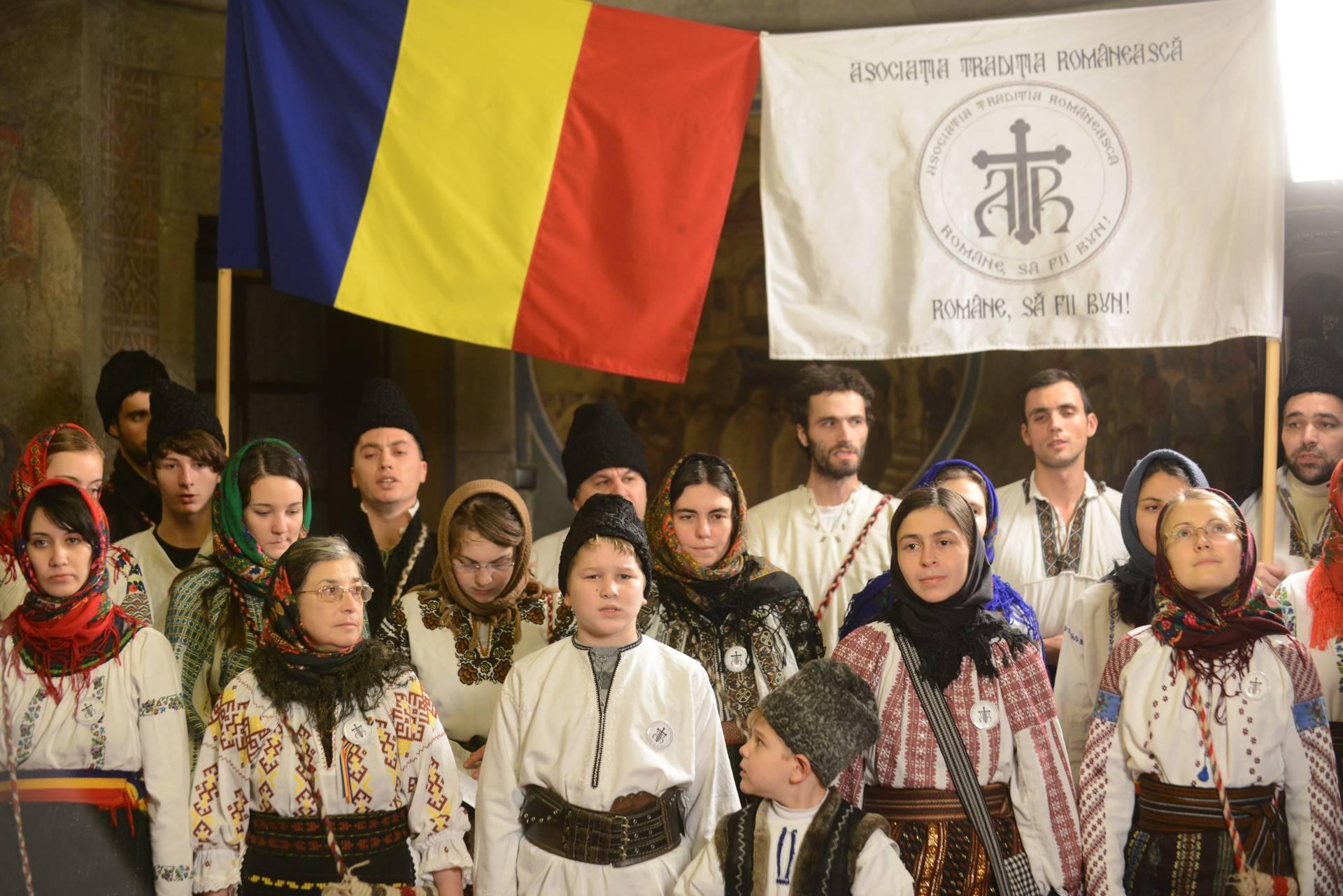 COLINDE cu grupul DATINA ROMÂNEASCĂ al Asociatiei TRADITIA ROMÂNEASCĂ