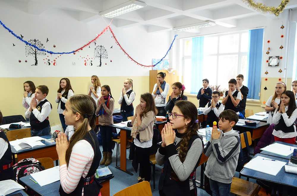 MIZA OREI DE RELIGIE. Secularizare prin birocratizare si transformarea scolii in camp de lupta. Ce-i de facut?