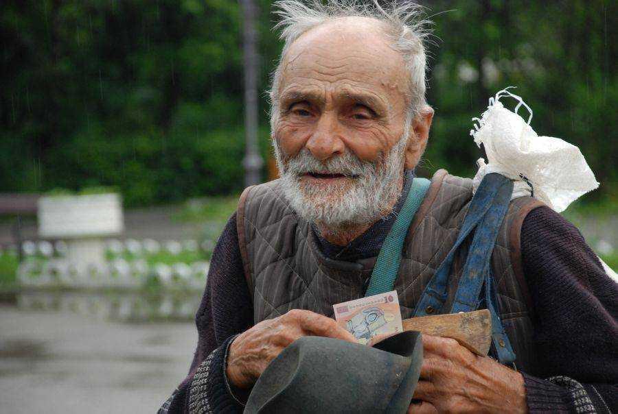 """LA 25 ANI DE COMUNISM [din emisiunea <i>Punctul de intalnire</i> – VIDEO]. Economistul Ilie Serbanescu descriind <b>CAPITALISMUL ODIOS practicat in Romania: <i>""""CEA MAI TERIBILA ASERVIRE DE TIP COLONIAL""""</i></b>. Semnal de alarma cu privire la soarta TRANSILVANIEI in noul context politico-economic"""