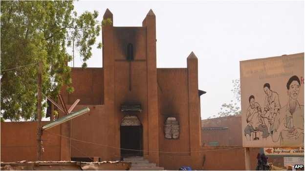 PROVOCAREA CHARLIE HEBDO. VIOLENTE ANTICRESTINE – biserici incendiate in NIGER/ MANIFESTATII si in Algeria, Yemen si Pakistan (VIDEO)/ CAT DE REALISTA ESTE TEZA ISLAMIZARII EUROPEI DE VEST?/ ISRAELUL: scandalizat ca CPI examineaza posibile CRIME DE RAZBOI savarsite in FASIA GAZA