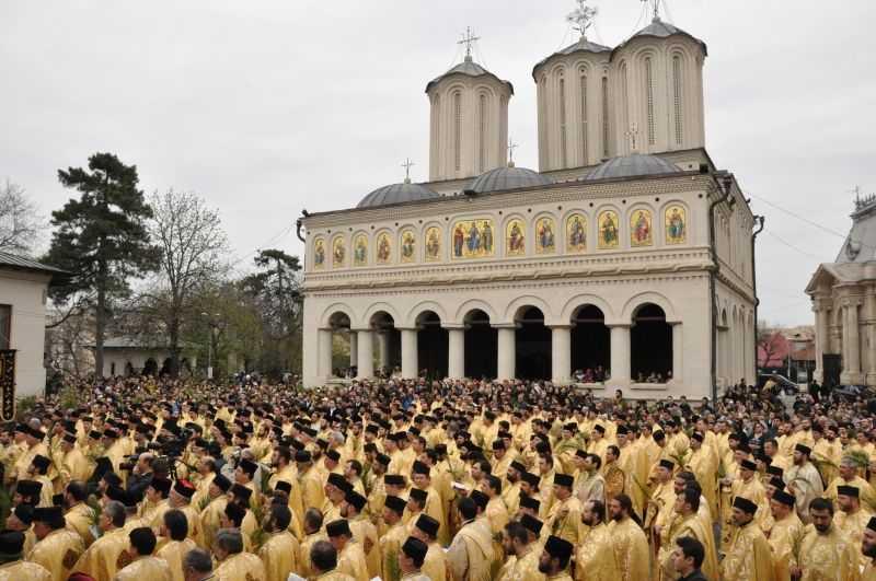 """LA LOC COMANDA: Premierul Cioloș a revenit la ordin(e) si TAIE COMPLET BANII PENTRU BISERICI in numele """"TENSIUNII"""" din societate. Oficiosul HOTNEWS loveste din nou si arata adevaratul obiectiv: REFORMAREA BOR, INCLUSIV A <i>""""FONDULUI INVATATURILOR TRANSMISE""""!</i>"""