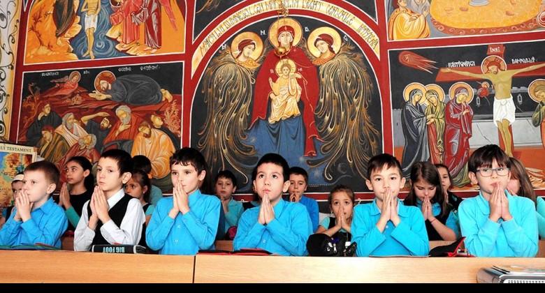 REINCEPE RAZBOIUL IMPOTRIVA OREI DE RELIGIE. Activistul anticrestin EMIL MOISE hartuieste prin DENUNTURI oficialii MINISTERULUI EDUCATIEI favorabili inscrierii la ora de religie pe intreaga perioada a scolarizarii