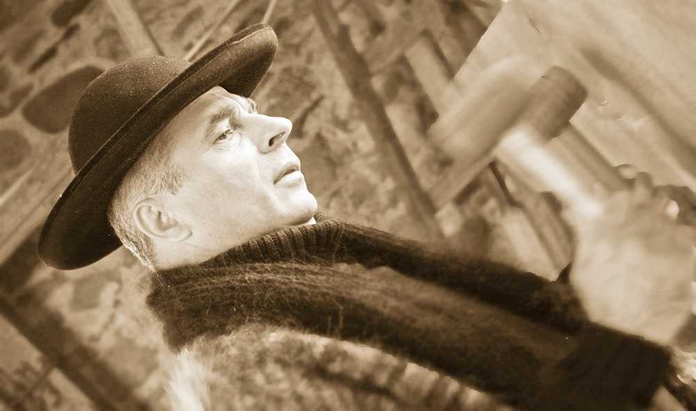 """Grigore Lese despre colinda traditionala, autentica. <i>""""ASTAZI NU COLINDA NIMENI. Nu colinda, nu postesc, numai rele savarsesc, suduieste fiecare, si cel bun, ca si cel mare""""</i> (video)"""