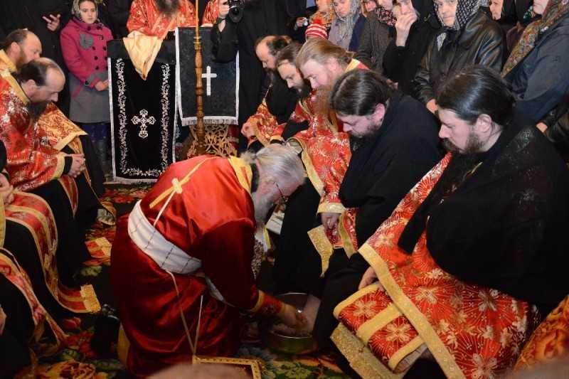 slujba_spalarii_picioarelor-manastirea_putna_foto_tudorel_rusu_3